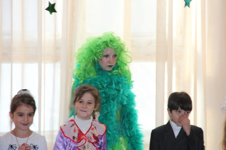 Новогодняя театрализованная программа для детей