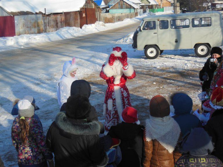 Новогодние праздники для детей в микрорайонах города