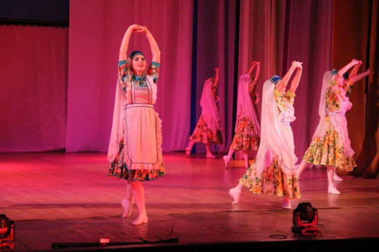 Праздничный подарок жителям города – Отчётный концерт ансамбля танца «Овация» и вокального ансамбля «Родник»