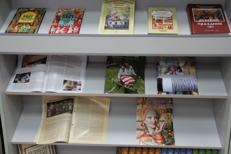 В колледже состоялось открытие двух выставок: книжной выставки «Русь Древняя и Удельная» и выставки работ специальности «Декоративно-прикладное искусство и народные промыслы» «Русь многоликая»