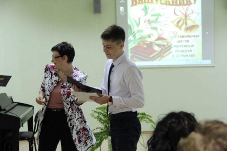 Вручение дипломов студентам – выпускникам  специальностей «Декоративно-прикладное искусство и народные промыслы», «Сольное и хоровое народное пение», «Музыкальное образование»