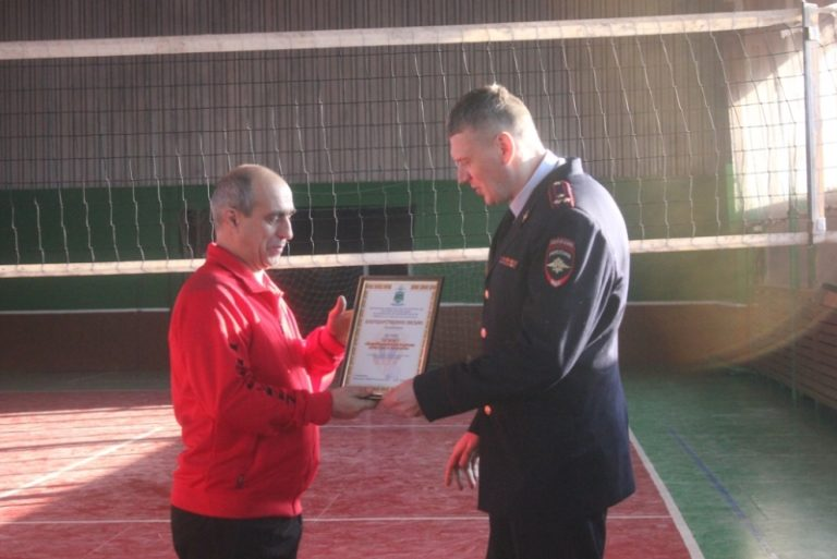Полицейские Еврейской автономной области организовали для студентов Биробиджана дружеский волейбольный матч