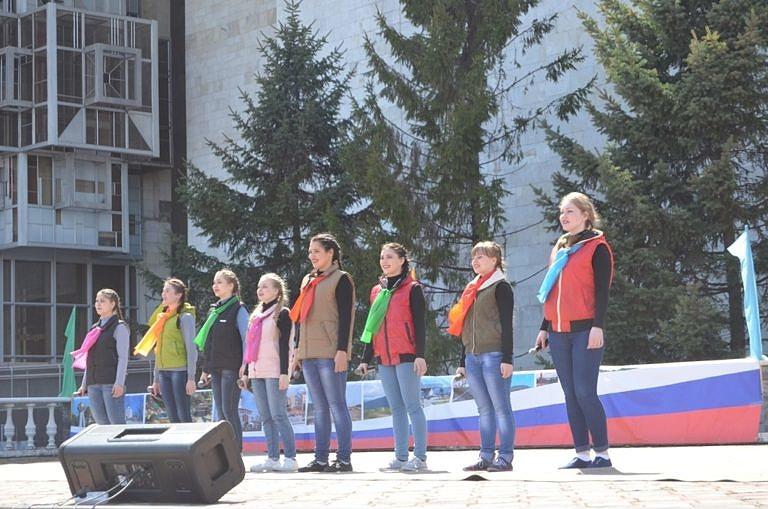 Праздничный концерт и шествие трудовых коллективов  — 1 Мая  в праздник  весны и труда!