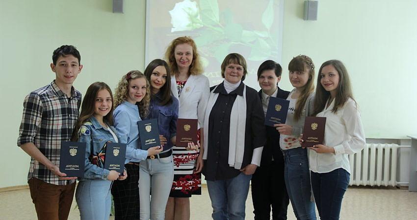 Вручение Дипломов студентам выпускникам специальности Социально  Вручение Дипломов студентам выпускникам специальности Социально культурная деятельность