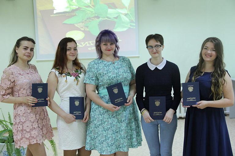 Торжественное вручение дипломов выпускникам колледжа специальности «Декоративно-прикладное искусство и народные промыслы»