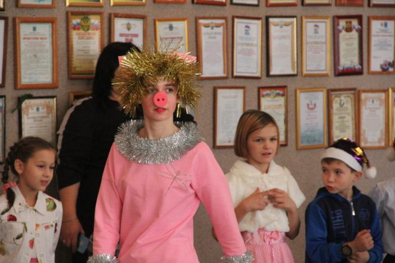 Сказочное представление у Новогодней Елки для детей города