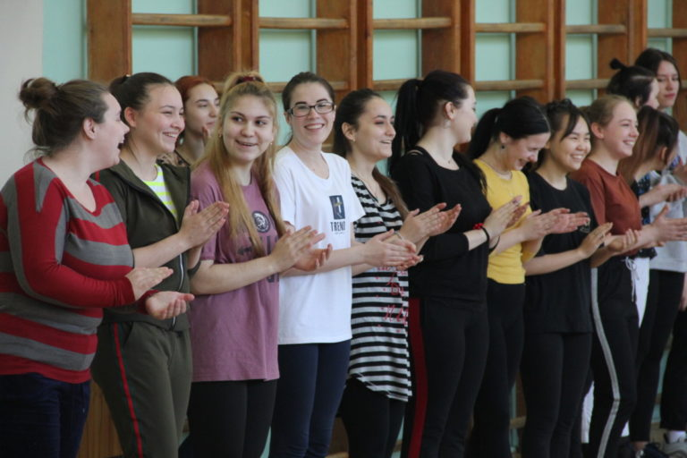 Конкурсно-развлекательная программа «А ну-ка, девушки!», посвященная Международному женскому дню