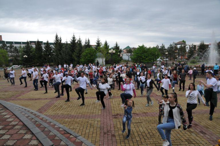 Студенты колледжа приняли участие во Всероссийской акции «Зарядка со стражем порядка»