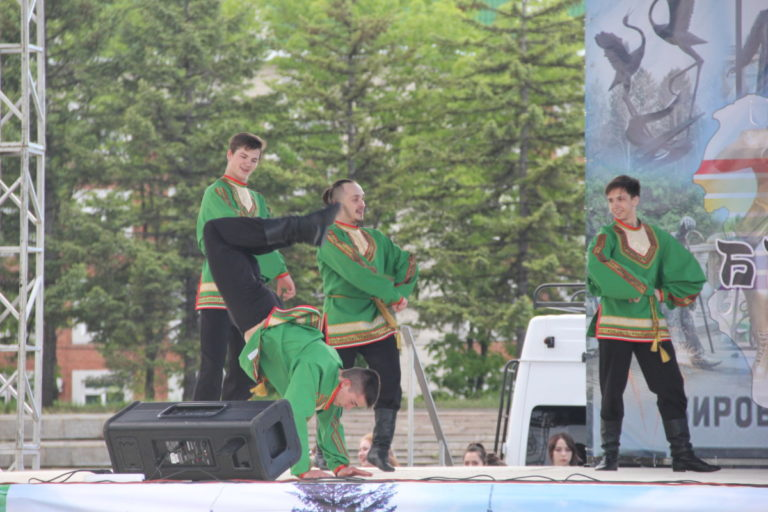 Колледж культуры и искусств открыл арт-проект «Вечерний Биробиджан»