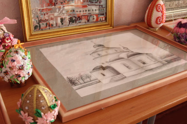 Выставка декоративно-прикладных работ студентов по православной тематике