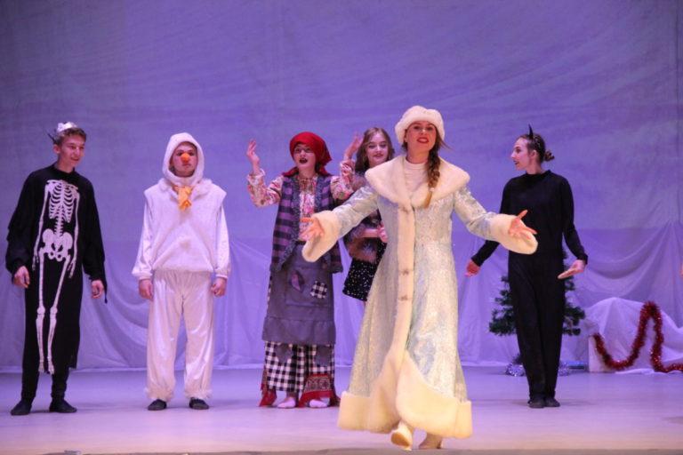 Театрализованное представление «В поисках Деда Мороза»