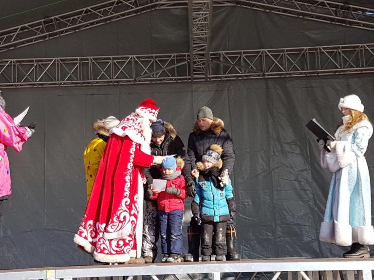 Новогодний квест и праздничная программа у Новогодней Ели
