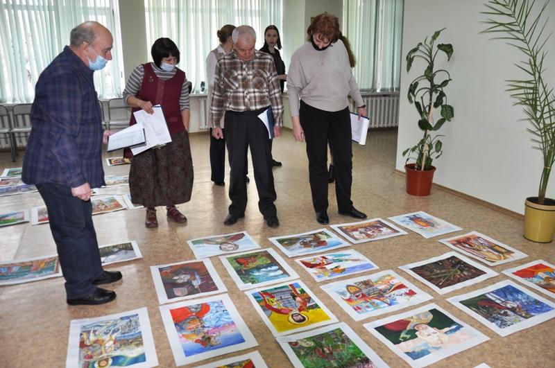 В Еврейской автономной области подведены итоги регионального конкурса «Юный живописец»