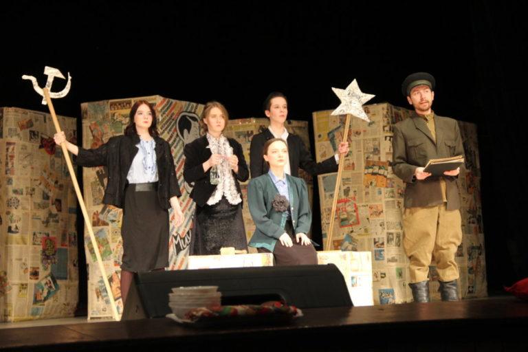 День театра отметили в Биробиджанском колледже культуры и искусств спектаклем по мотивам рассказов М.Зощенко
