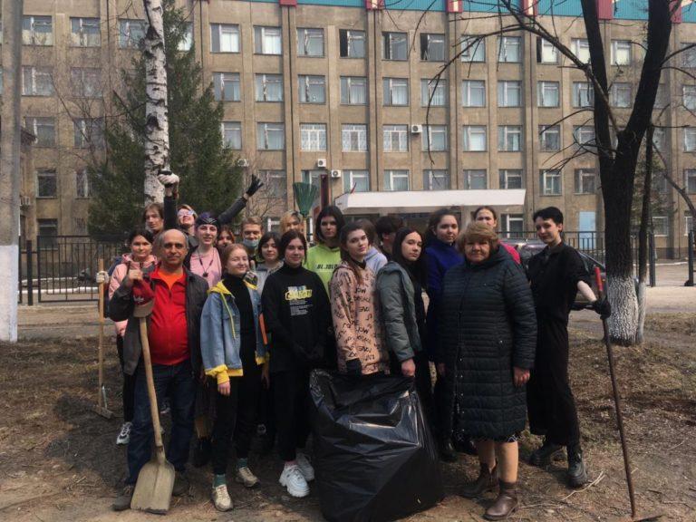 Участие в субботнике принял коллектив студентов и сотрудников колледжа