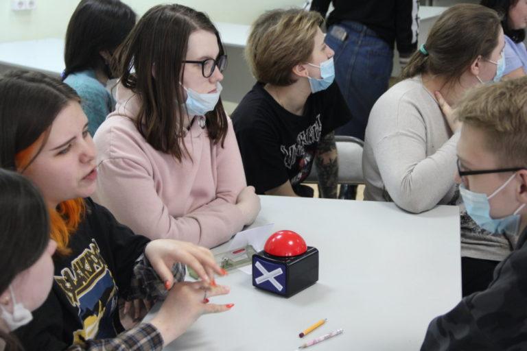 В интеллектуальной игре «РИСК» сразились студенты колледжа