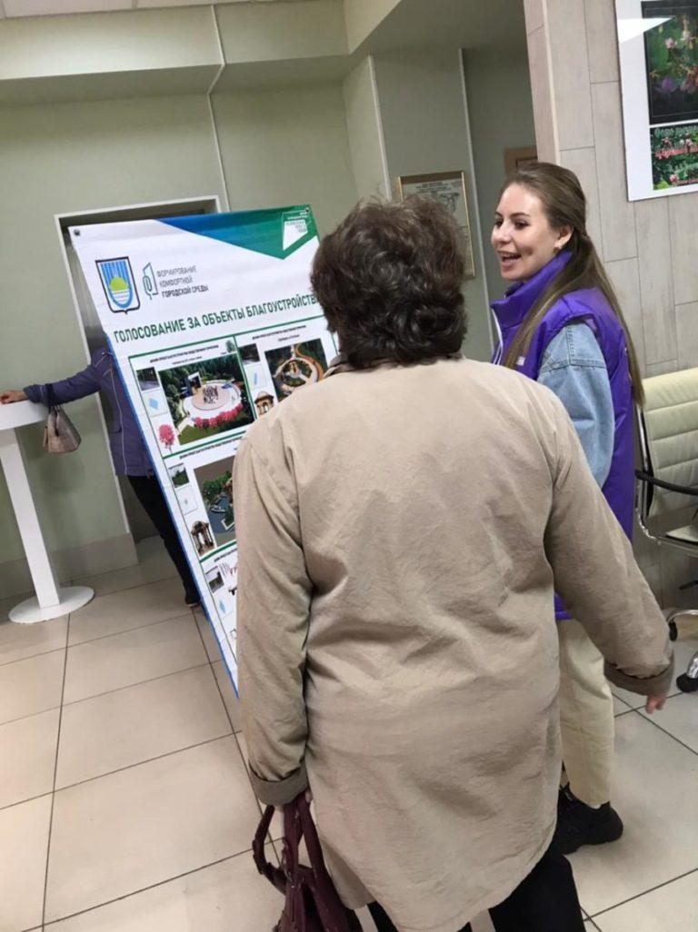 Волонтеры колледжа продолжают работу по рейтинговому голосованию по выбору общественной территории, которую благоустроят в 2022 годув рамках Федерального проекта «Формирование комфортной городской среды»