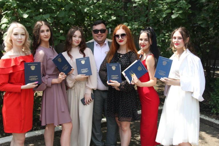 Торжественное вручение Дипломов выпускникам 2021 года!
