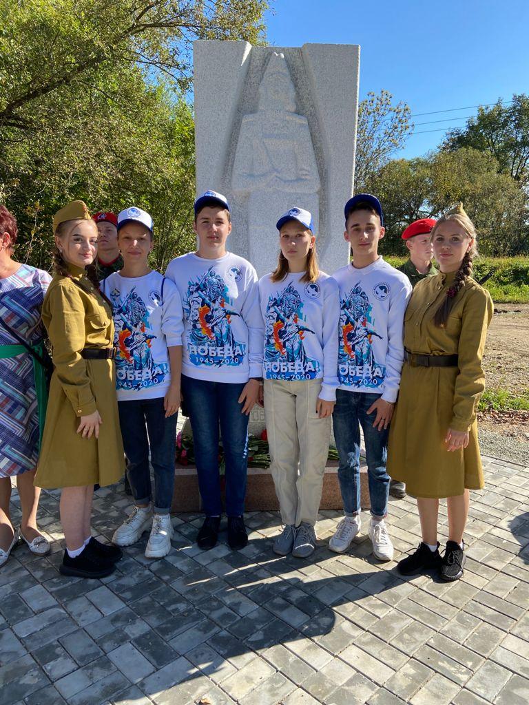 Волонтеры Победы приняли участие в открытии памятника фронтовой медсестре